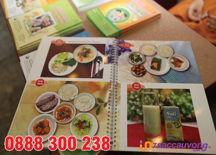 In menu nhà hàng trong bệnh viện dạng cuốn.